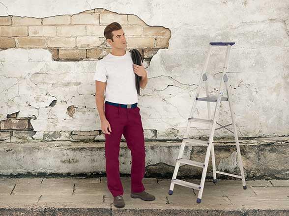 barevné pracovní kalhoty