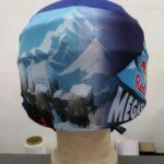 Reklamní lyžařské potahy na helmy s reflexním pruhem
